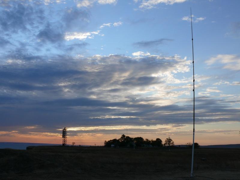 наша multiband GP на фоне маяка Железный Рог